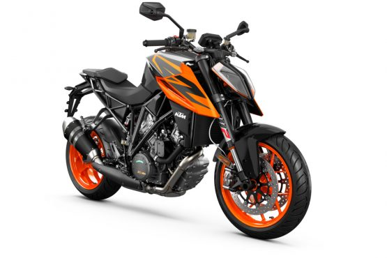 245749_1290 SuperDuke R MY19 Black-Orange Front-Right